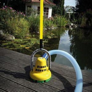 Automatische wandborstel muurborstel groen aanlaging algen zwemvijver vijveronderhoud