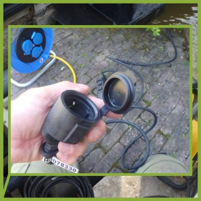 De professionele persoonlijke beveiligingstekker BLACK SNAKE gebruik je bij elk toestel of waterpartij op werven. De elektrische persoonsbeveiliging biedt 100% extra veiligheid tegen elektrocutie.