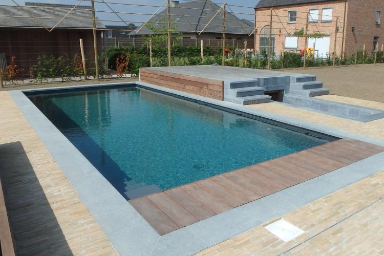 Biozwembad met biominerale waterzuivering.