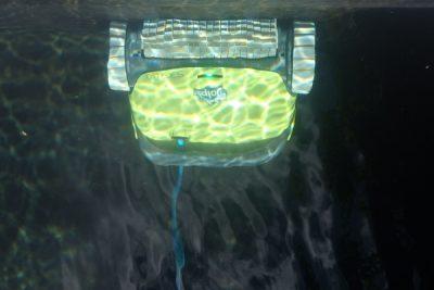 Dolphin Zwemvijverrobot, S300I model, ideale partner voor flexibel en veelzijdig zwemvijveronderhoud.