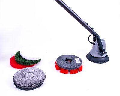 Jet 3 Vloerreiniger en wandschrobber met automatisch spuitkop voor detergenten.